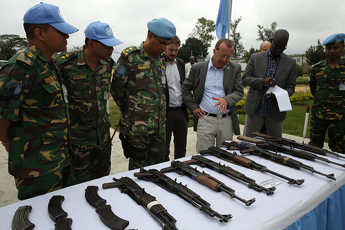 photo credit: MONUSCO Bunia, district de l'Ituri, RD Congo : Le Représentant spécial du Secrétaire général des Nations Unies en RDC, Martin Kobler, inspecte les armes saisies par la MONUSCO et les FARDC lors des affrontements avec les FRPI. via photopin (license)