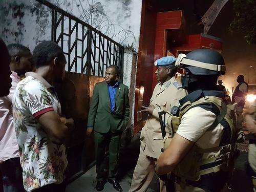 photo credit: MONUSCO Kinshasa, RD Congo : Patrouille nocturne de la Police de la MONUSCO aux sièges des partis politiques congolais saccagés  lors des violentes manifestations politiques des 19 et 20 septembre 2016 à Kinshasa. via photopin (license)